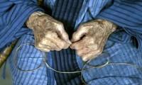 Un anziano lavoratore di Okinawa