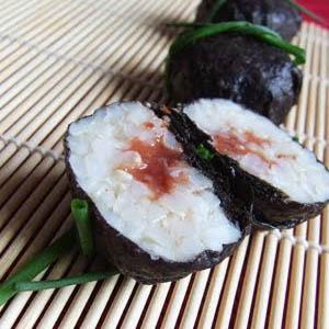Palline di riso, alga nori e salsina di umeboshi e tahin di sesamo - Le alghe nei vostri menu delle feste